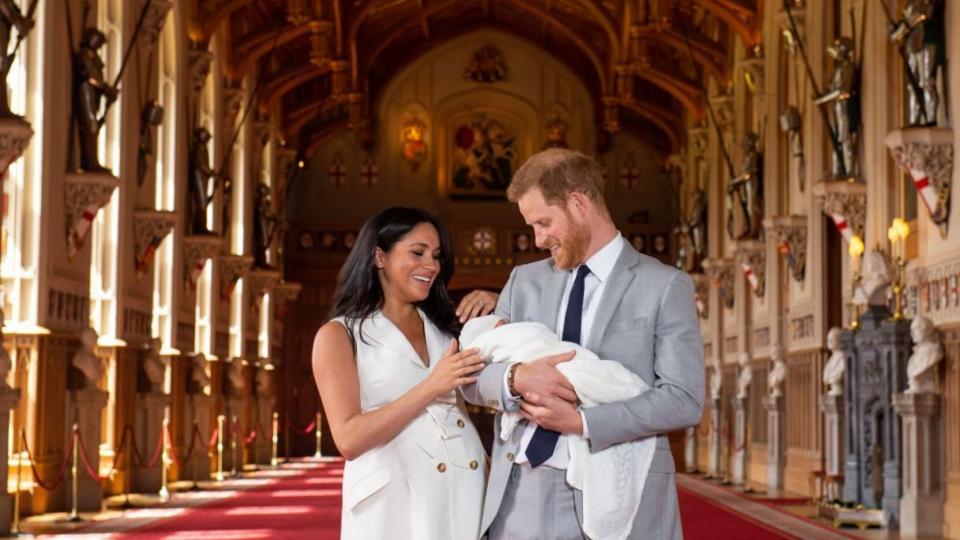 Le prime foto del Royal Baby! La gioia di Meghan e Harry