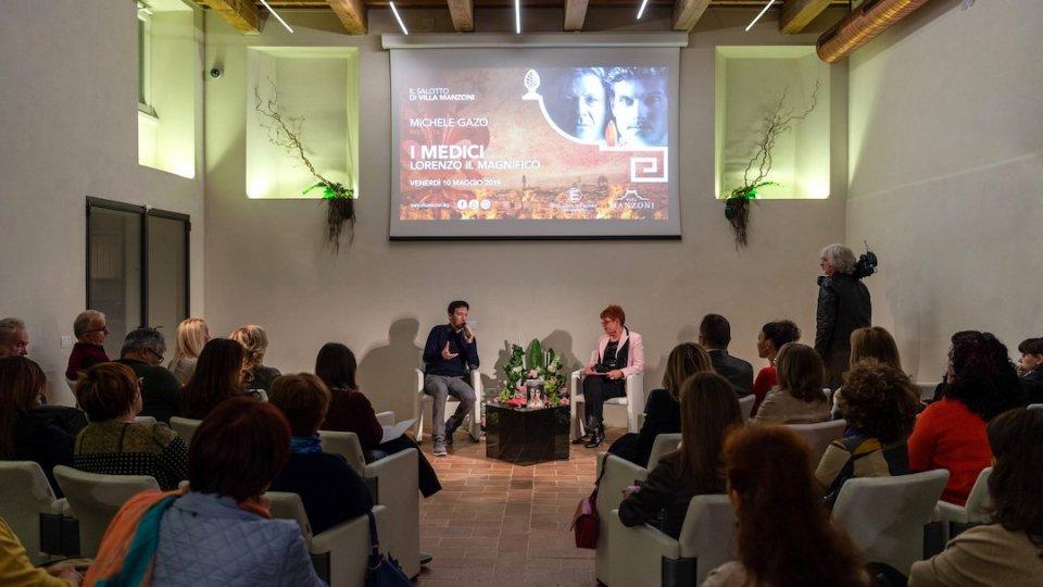 Michele Gazo, lo scrittore di Lorenzo il Magnifico, incanta Villa Manzoni