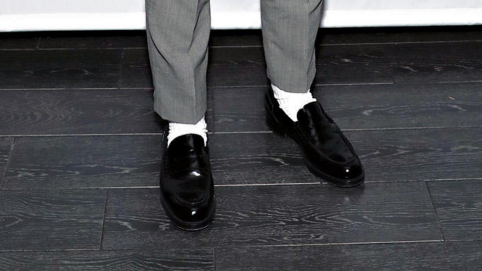 Estate 2019: il calzino bianco elegante da uomo è il nuovo trend