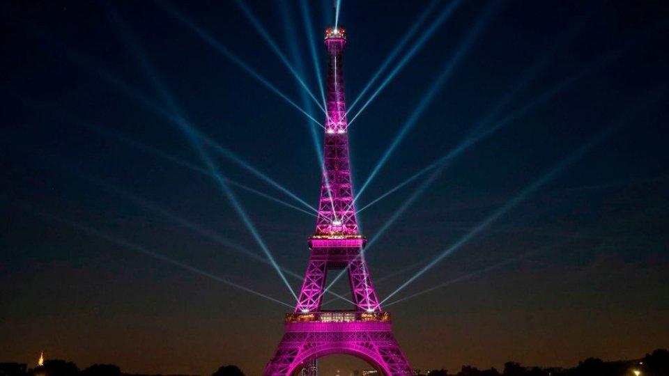 I 130 anni della Tour Eiffel in uno spettacolo di luci e suoni