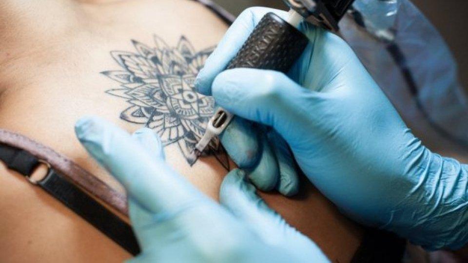 Inchiostri per tatuaggi: emesso l'avviso di sicurezza che vieta introduzione e circolazione a San Marino dei pigmenti ritenuti cancerogeni