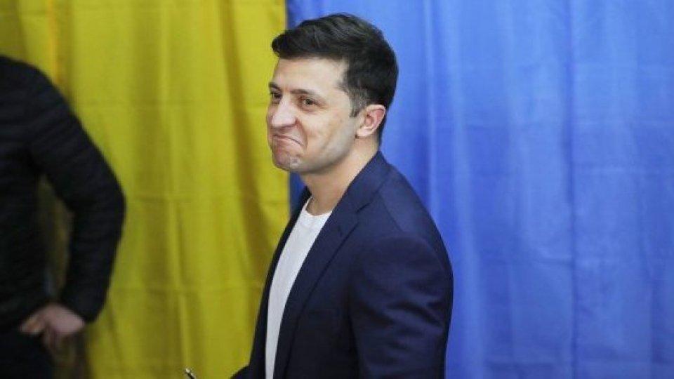 Volodymyr Zelenskyi @twitterla corrispondenza di Victoria Polishuk