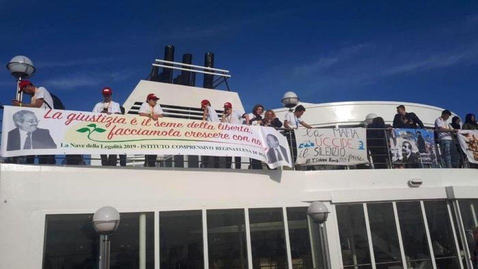 La nave della legalità, foto Ansa