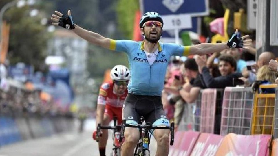 Cataldo vince a Como, si vede Nibali