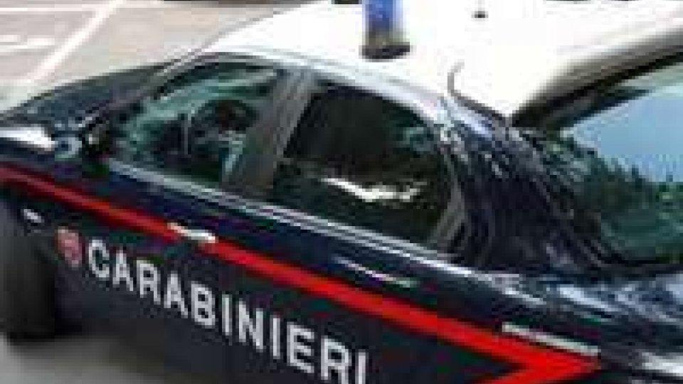 Rimini, bimbo rimane chiuso in auto. I carabinieri lo salvano