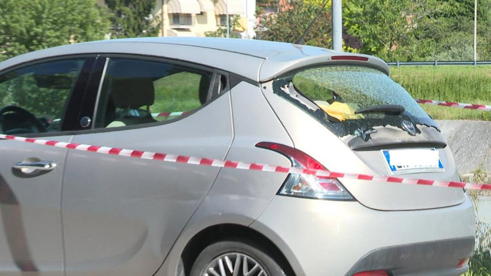 Auto non si ferma all'alt: sparatoria a Rimini