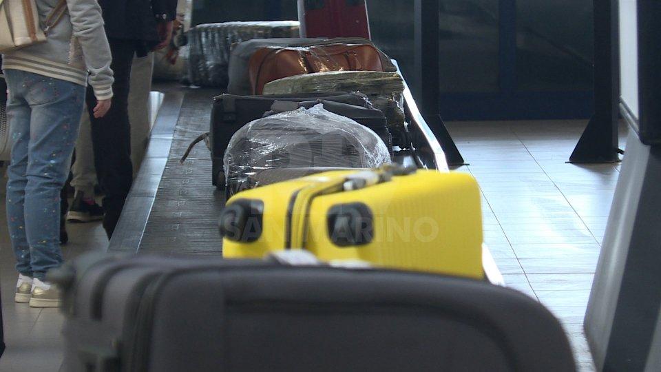 Rimini, arrestato appena sceso dall'aereo: ai domiciliari un 37enne italo-russo