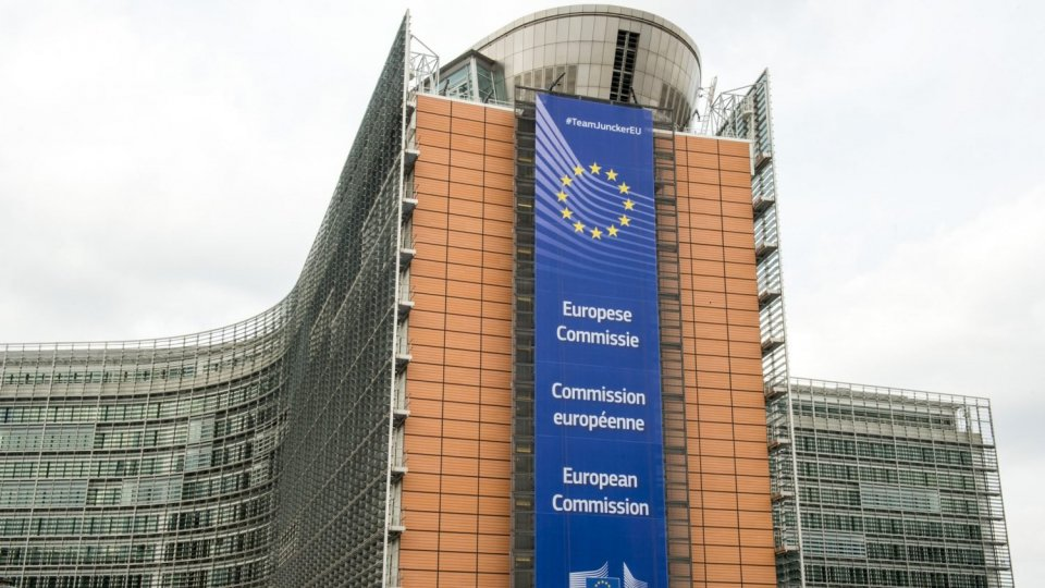 Junker avverte l'Italia: rischia una procedura per anni