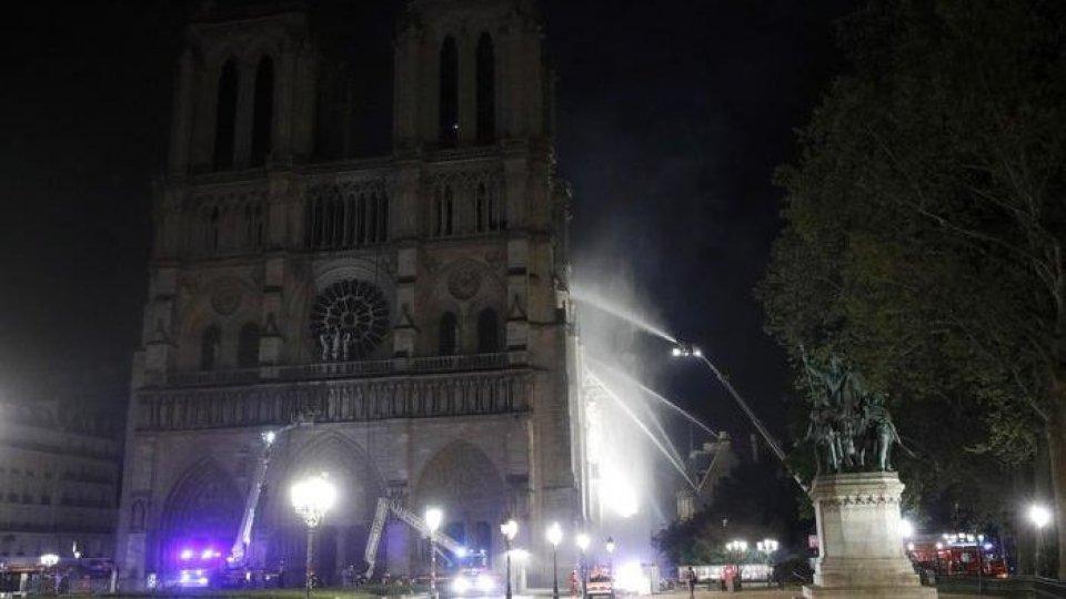 Notre Dame, foto ansa