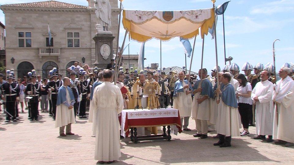 L'ostensione del Corpus DominiLa suggestione della cerimonia del Corpus Domini