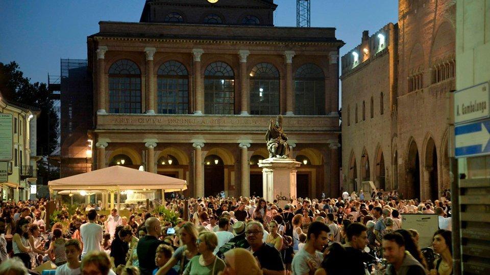 Dal 26 giugno torna la shopping night: dieci serate di aperture straordinarie dei negozi, cultura, musica e food