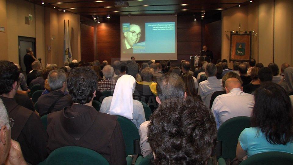 Nel servizio, l'intervista al cardinale Gualtiero Bassetti, presidente della Cei