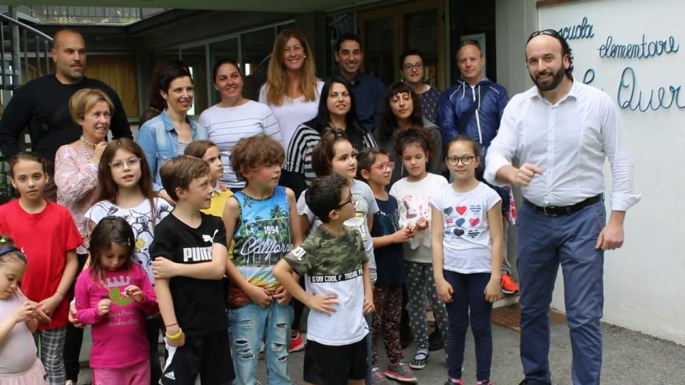 """Bimbi, genitori e insegnanti de """"La Quercia"""""""