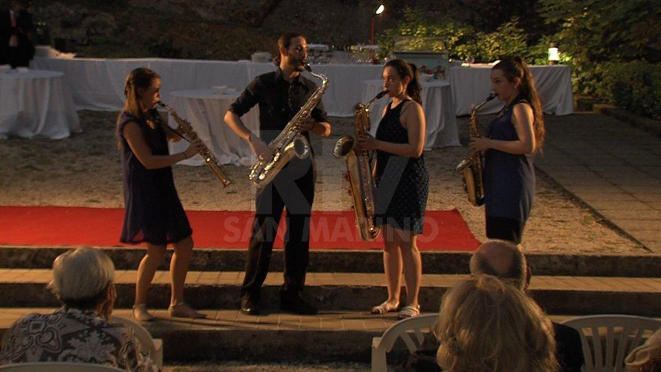Il concerto nei giardini dell'Ambasciata