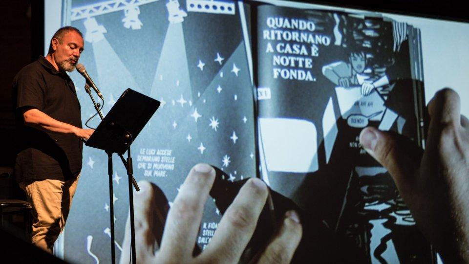 """Inaugurato il MystFest: Alessandro Baronciani, Carlo Lucarelli e Colapesce hanno proposto """"Negativa"""""""