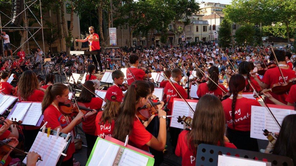 Trecento giovani in piazza Malatesta: un'immersione di musica, arte, cultura