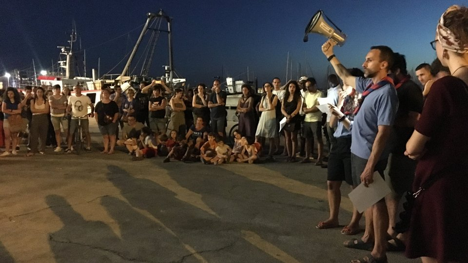Sea watch: presidio e flash mob al porto per chiedere la liberazione della Capitana