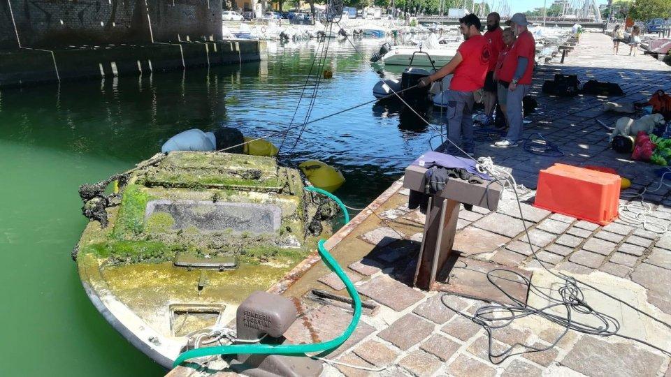 Rimini: recuperati due relitti nel porto canale