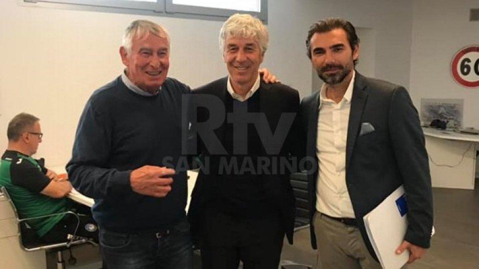 Firmino Pederiva e Pierangelo Manzaroli con il tecnico dell'Atalanta Gian Piero Gasperini.