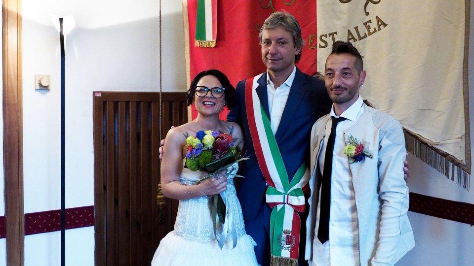 Erika e Igor uniti in matrimonio dal Sindaco di Rimini Andrea Gnassi in previsione del Jova Beach Wedding di oggi pomeriggio