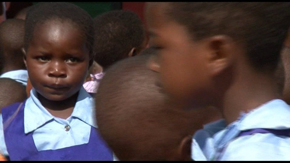 """Malawi, scuola """"Graziani Graziana"""": donati a mille studenti zaini e scarpe"""