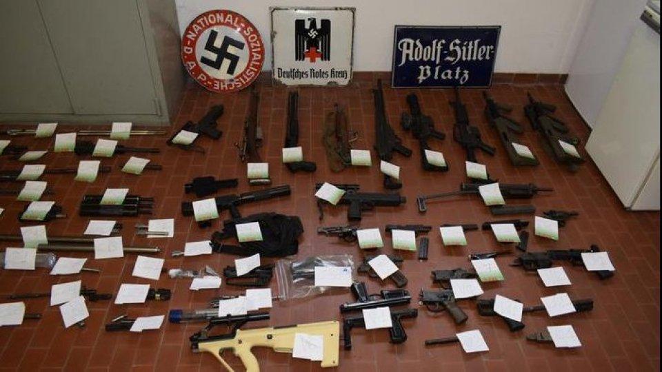 Le armi sequestrate. Foto ansa