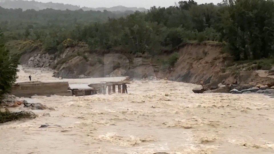 Il crollo delle briglie di contenimento del fiume Marecchia