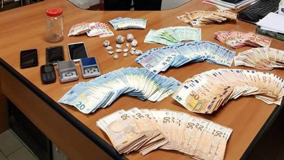 Cattolica, 25enne albanese arrestato per spaccio. In casa aveva oltre 19mila euro in contanti