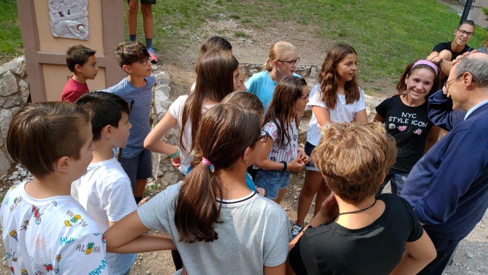 Il Vescovo incontra i giovani tra colonie e campi scuola