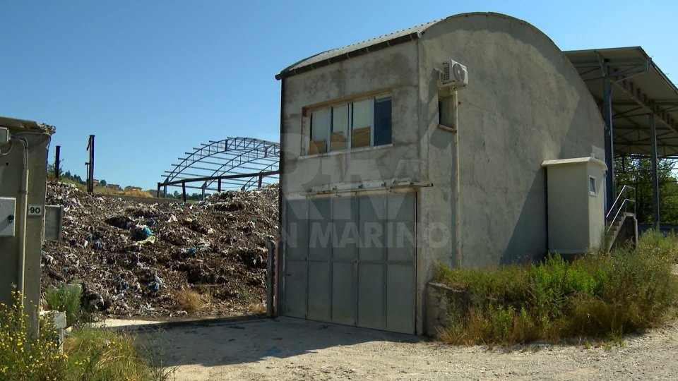 Gaviano: fiamme al sito di stoccaggio del compost