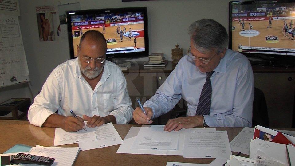 La firma dell'accordoLa firma dell'accordo