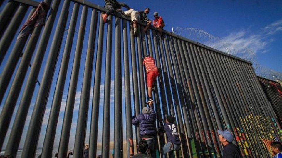 Il muro, foto Ansa/Epa