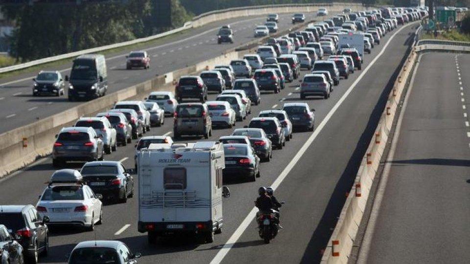 Traffico sull'A14. Foto ansaPronti per l'esodo