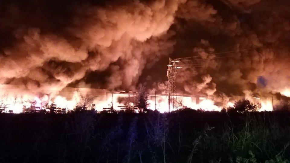 @fbFaenza: grosso incendio scoppiato nella notte alle porte della città