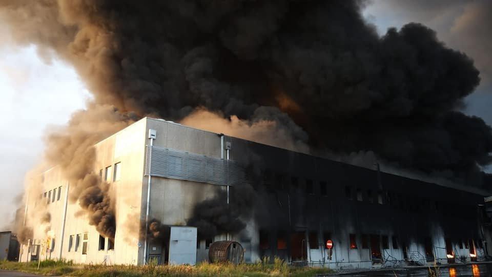 Incendio a Faenza: rimandati gli esiti dei controlli specifici sulla qualità dell'aria