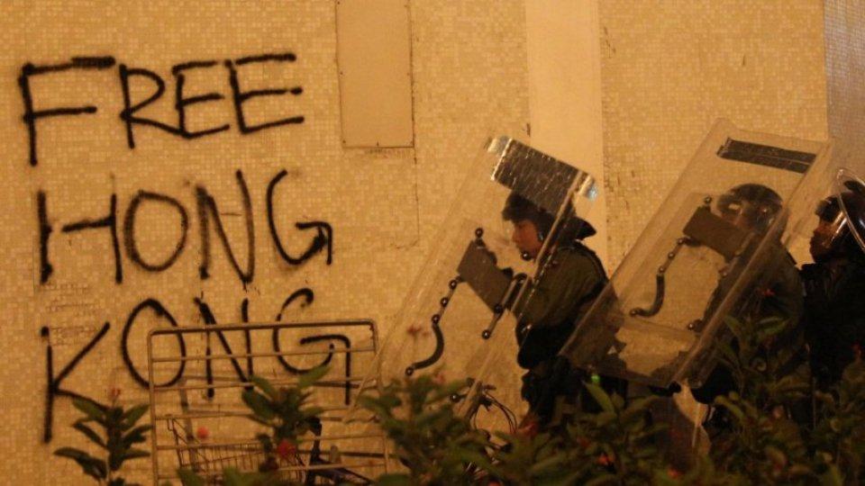 """""""Contenimento"""" delle proteste o """"pugno di ferro""""? Le opzioni di Pechino di fronte al caos nell'ex colonia britannica"""