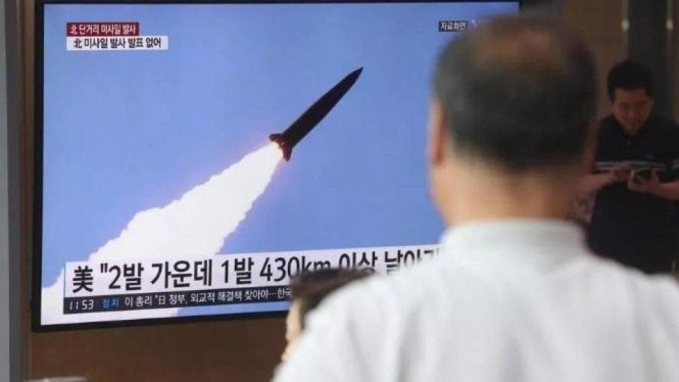 Corea del Nord: lanciati altri 2 missili in mare. Si riaccende la tensione nella Penisola