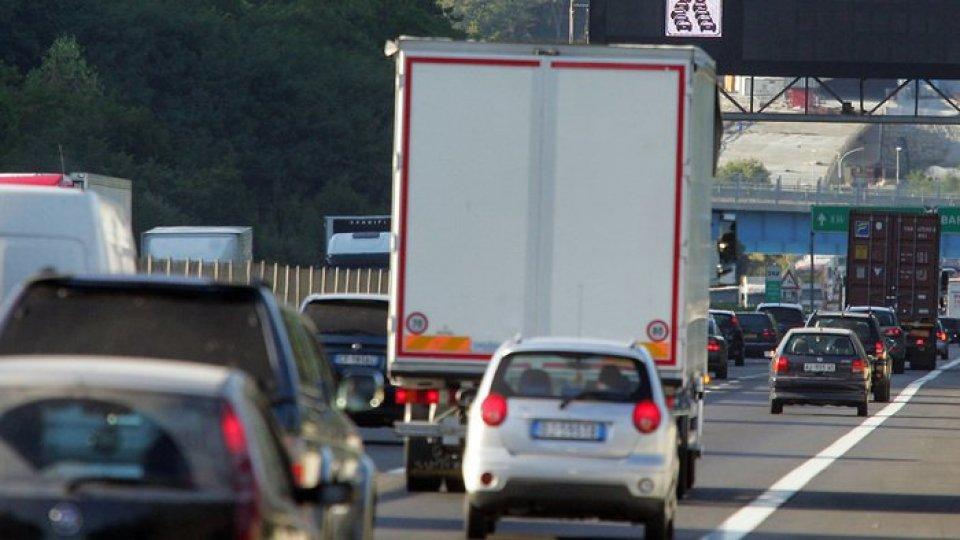 La coda in autostrada. Foto ansa