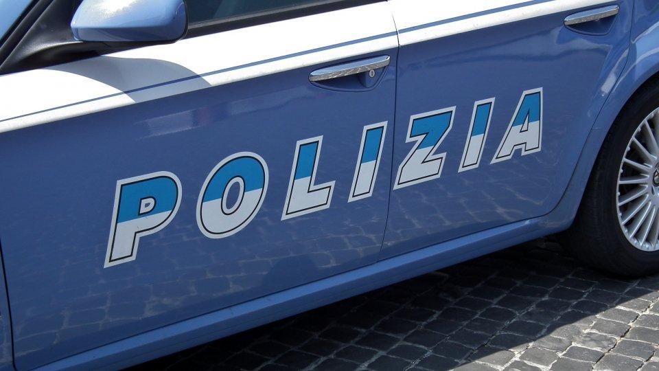 Rimini: gli chiede dei soldi, lo aggredisce con un coccio di vetro