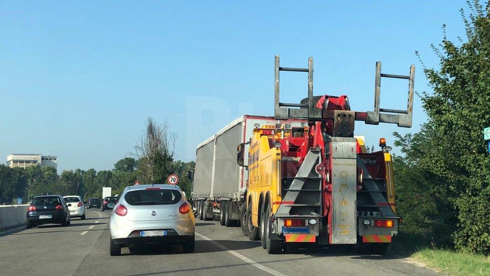 Tamponamento a catena sulla Superstrada: nessun ferito grave. Riprende a scorrere il traffico