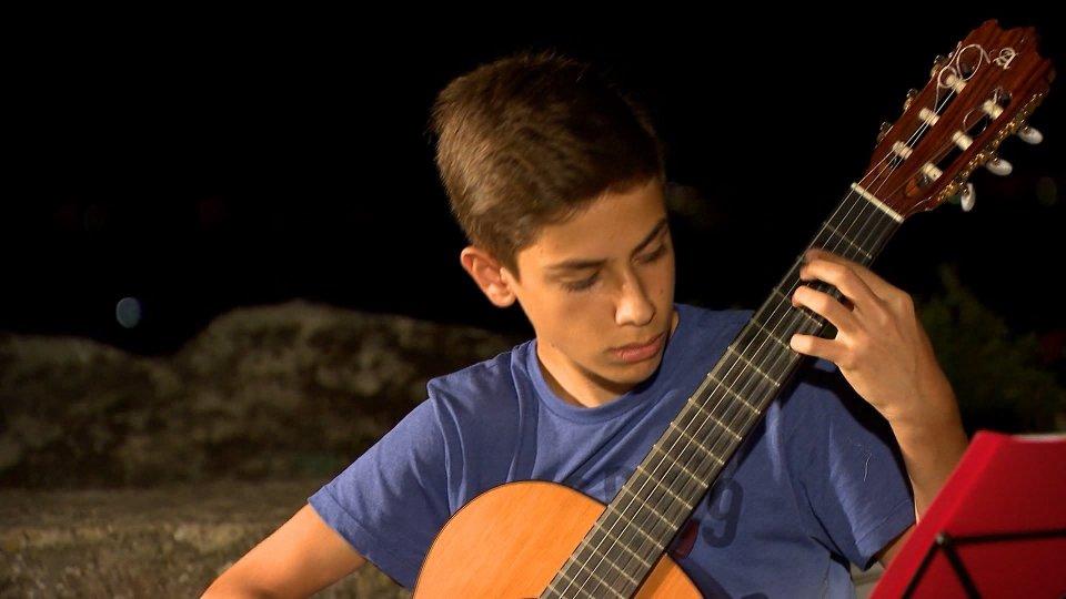 Agli Orti borghesi, giovani chitarristi provenienti da tutto il mondo intrattengono il pubblico