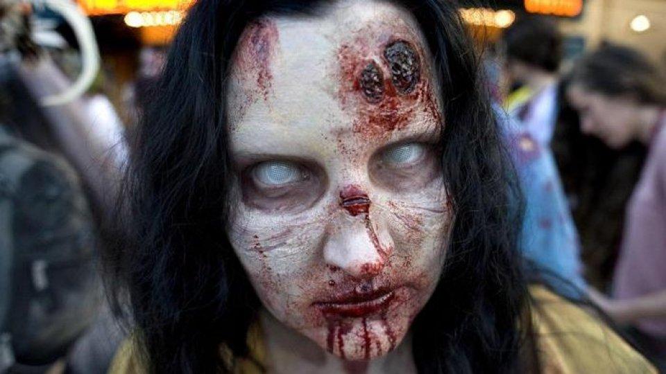 Un travestimento da zombie. Foto Ansa