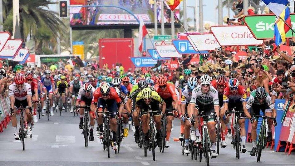 La Vuelta, tappa 14: Bennett concede il bis a Oviedo