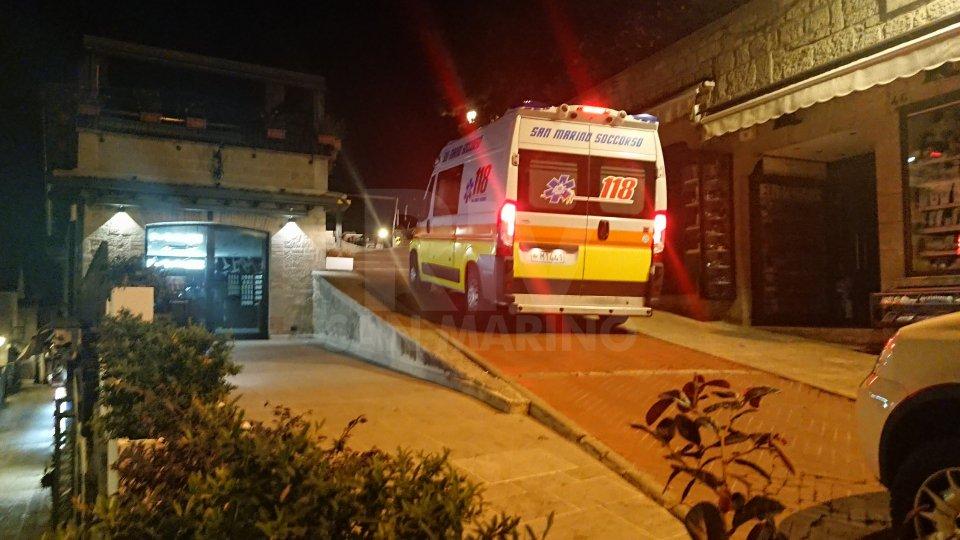 L'intervento dell'ambulanza in via Salita alla Rocca