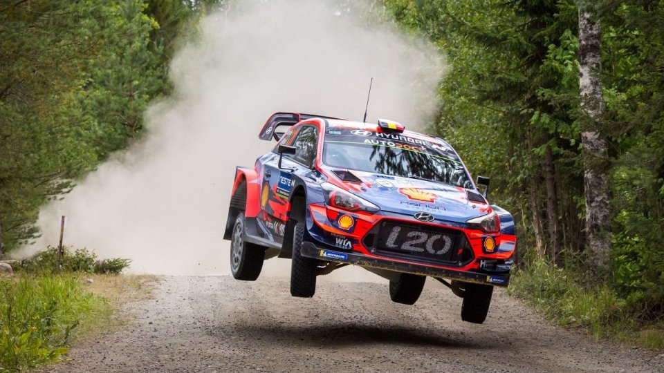 Thierry Neuville e la Hyundai i20 Coupé WRC in gara al RallyLegend
