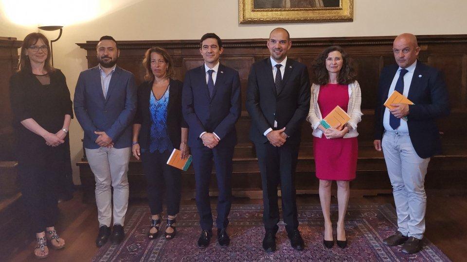 Presentato alla Reggenza l'ultimo libro che vede la partecipazione del Centro di Ricerca sull'Emigrazione dell'Università di San Marino