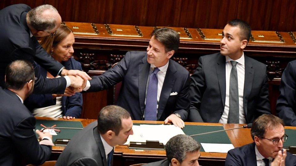 """Conte incassa la fiducia in Senato: """"La Manovra si fa in Italia"""""""