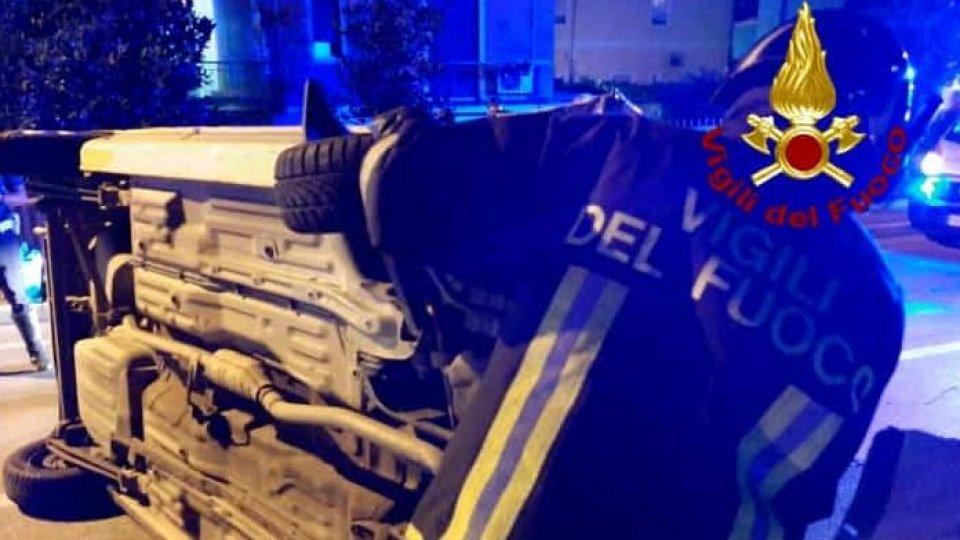 Torre Pedrera: auto si ribalta dopo uno scontro, illesi i conducenti