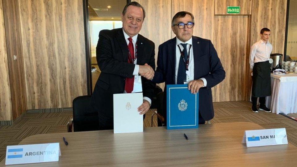 Firmato a San Pietroburgo il memorandum d'intesa tra il Segretario di Stato per il Turismo Augusto Michelotti e il Segretario di Governo del Turismo Argentino Gustavo Santos