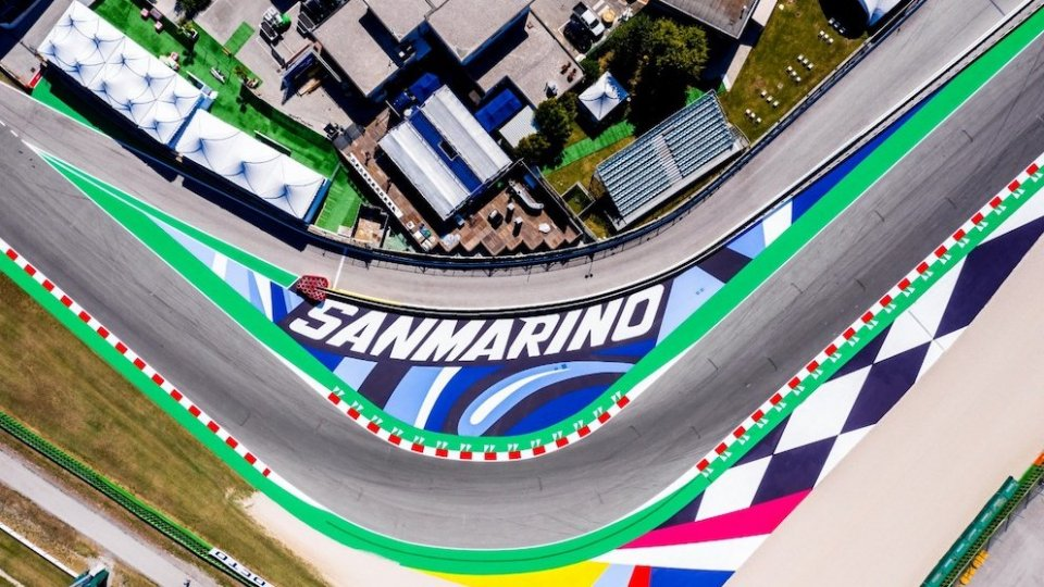 La bandiera della Riders' Land sventola su Misano World Circuit